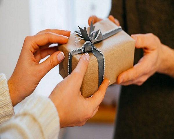 هدایای نامزدی